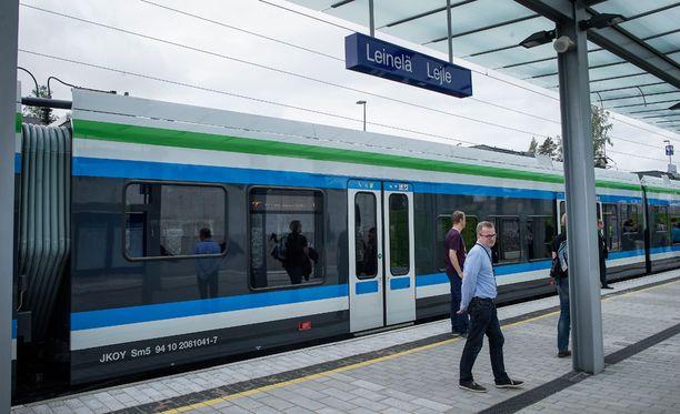 Helsinki-Vantaan lentoasemalle liikennöivissä kehäradan I- ja P-junissa voi olla viivästyksiä tai peruutuksia. Kuvituskuva.