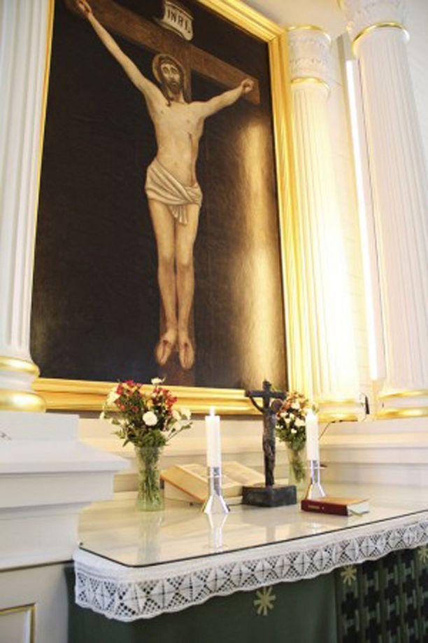 Kirkon alttaritauluna oli Sigurd Wettenhovi-Aspan maalaama Ristiinnaulittu vuodelta 1897.