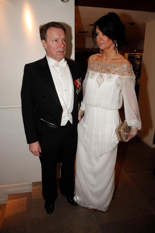 Vuonna 2012 Kiikko yllätti boheemilla valkealla iltapuvulla.