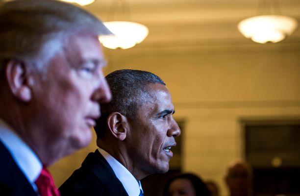 """Donald Trump mesoaa nyt edeltäjänsä Barack Obaman mukaan nimetystä """"Obamagatesta""""."""