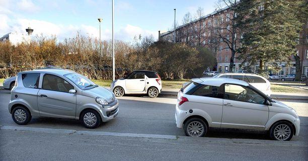 Jopa mopoautolla voisi uuden lain mukaan ajaa taksia.