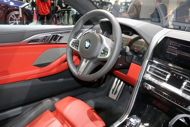 Ohjaamotyyli on uutta BMW-linjaa edustava myös Z4-mallissa.
