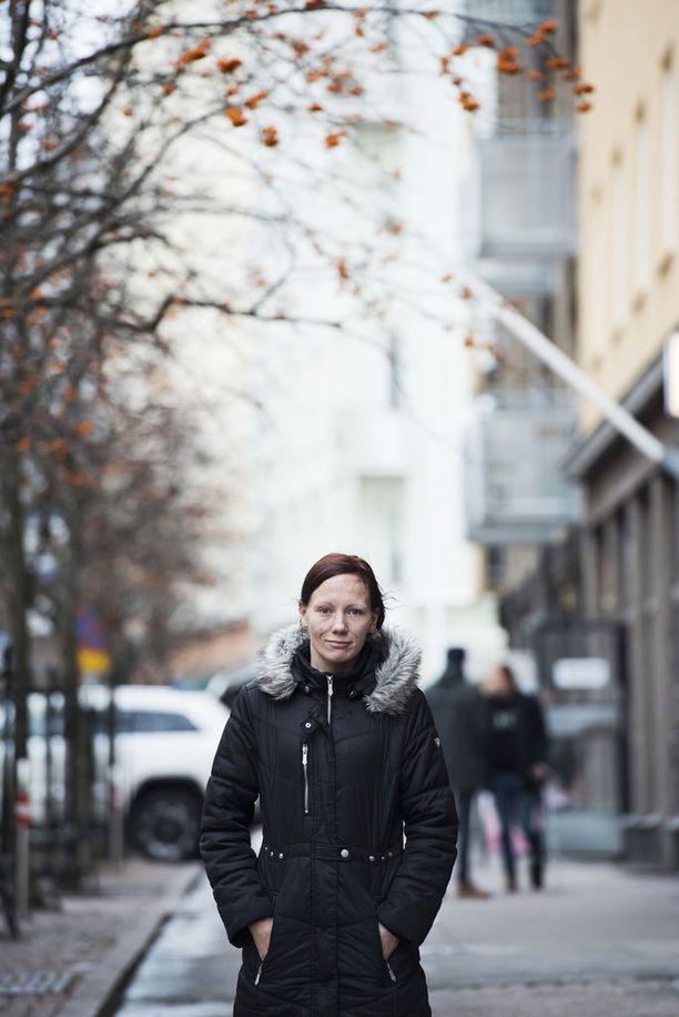 Naisten asunnottomuus on suurelta osin piiloasunnottomuutta. Miehet voivat fyysisesti rapistua vauhdikkaammin, koska asunnottomanakin naiset yleensä pyrkivät pitämään huolta hygieniastaan, Sandström sanoo.
