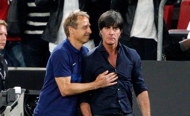 Tästä kuvasta ei ole vaikea päätellä, kumpi voitti saksalaisvalmentajien taiston - Jürgen Klinsmannin Yhdysvallat vai Joachim Löwin Saksa.