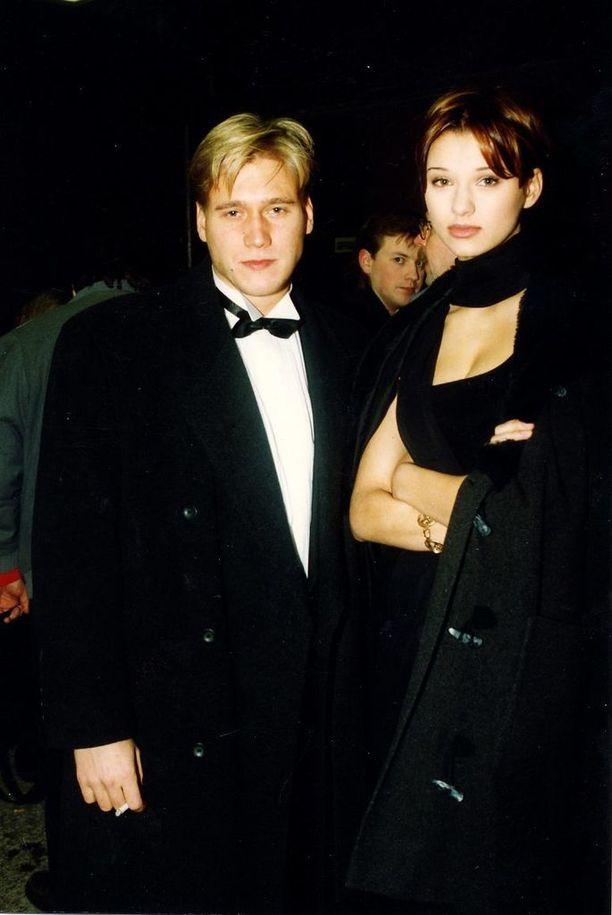 1990-luvun puolenvälin seutuvilla Samuli seurusteli vuosia huippumalli Vera Jordanovan kanssa.