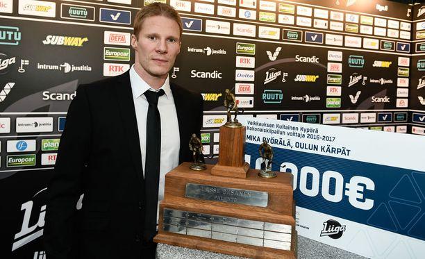 Mika Pyörälä pokkasi jo aikaisemmin runkosarjan parhaalle pelaajalle jaettavan Lasse Oksanen -palkinnon ja Veikkauksen Kultaisen kypärän.