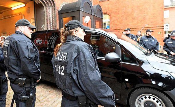 Puigdemont on nyt pidätettynä Saksassa. Tuomioistuin päättää syrjäytetyn katalaanijohtajan luovuttamisesta todennäköisesti vasta pääsiäisen jälkeen.