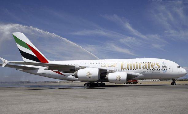 """""""Kuka edes tarvitsee tabletteja tai kannettavia tietokoneita"""", kysyy Emirates-yhtiö."""