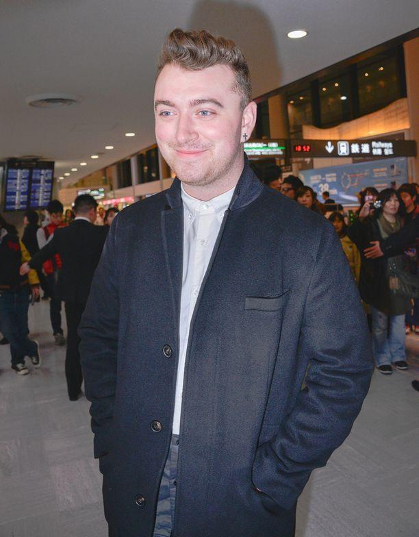 Vielä vuosi sitten helmikuussa Smith edusti Japanin matkallaan huomattavasti pyöreäkasvoisempana.