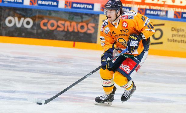 Puolustaja Mikko Kousa siirtyy Sveitsiin.