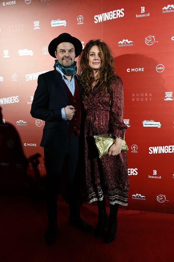 Tuure Kilpeläinen ja Manuela Bosco edustivat yhdessä Swingers-elokuvan kutsuvieras ensi-illassa.