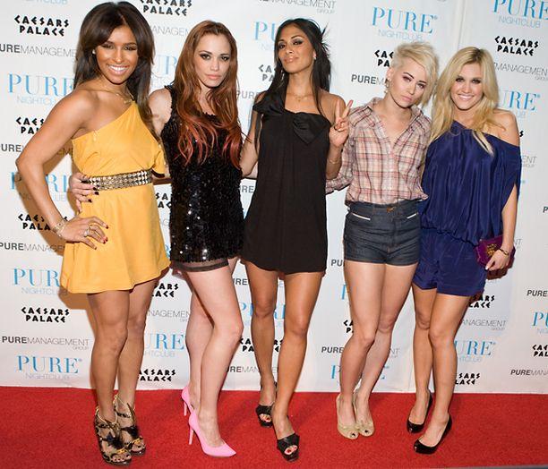 Pussycat Dollsin muut jäsenet ovat huhun mukaan kateellisia Nicole Scherzingerille (keskellä).