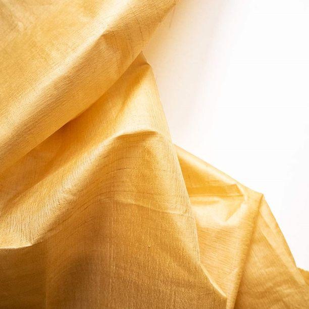 Silkin laskostus on saanut inspiraatiota rauhan kyyhkyltä.