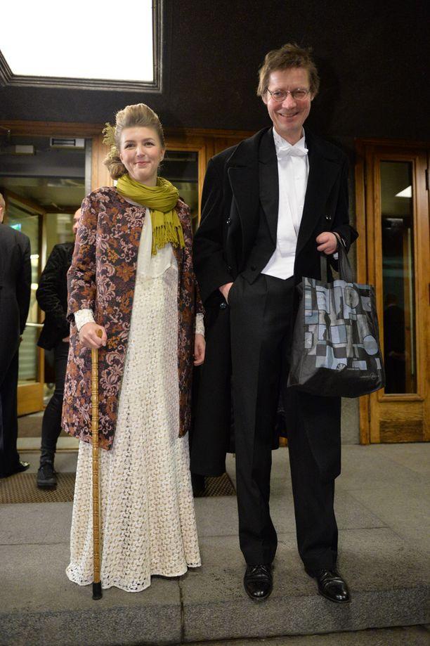 Juha Hurme Petra-vaimonsa kanssa saapumassa Linnan juhliin itsenäisyyspäivänä 2014.