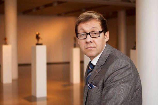 Sylvään yläkoulun rehtori antaa kiitosta uudesta koulurauhalaista. Andersson on nyt myös kokoomuksen eurovaaliehdokas.