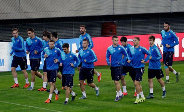 Dinamo Zagrebin pelaajat ottivat tuntumaa kreikkalaisnurmeen.