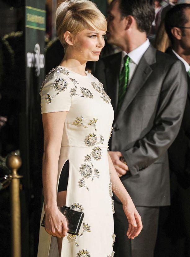Tämä mekko ei ole ujon tytön valinta!
