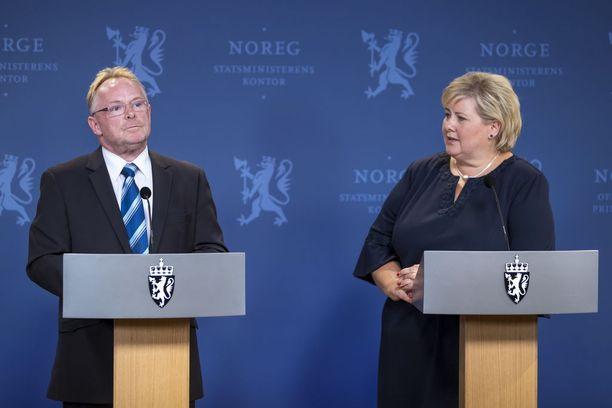 Per Sandberg ilmoitti erostaan maanantaina yhdessä pääministeri Erna Solbergin kanssa.