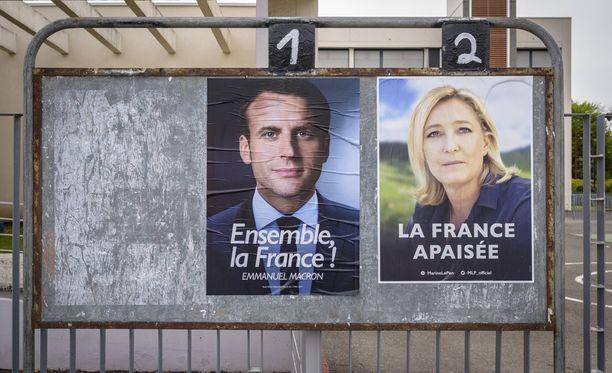 Viime päivien mielipidemittausten mukaan Emmanuel Macron johtaa Marine Le Peniä noin 20 prosenttiyksiköllä.