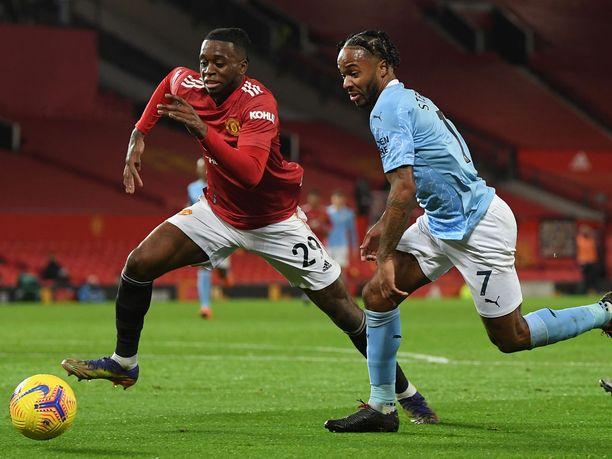 Aaron Wan-Bissaka (vas.) ja Raheem Sterling kohtasivat joulukuussa Manchesterin derbyssä. Nähdäänkö sama parivaljakko kentällä myös tänän?