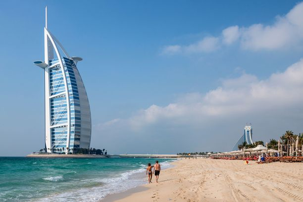 Burj Al Arab -hotelli on Dubain maamerkkejä.