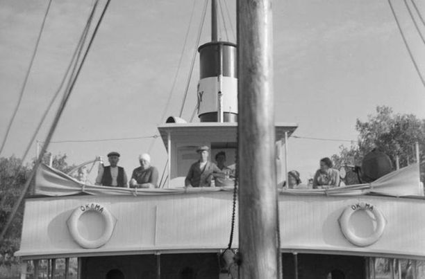 S/S Okaman miehistöä Saimaan kanavassa. Kuva 1930-luvulta.