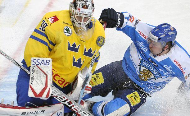 Johan Gustafsson kamppaili Leo Komarovin kanssa.