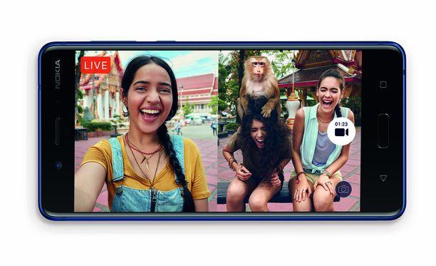 Käyttäjä voi kuvata etu- ja takakameroilla yhtä aikaa.