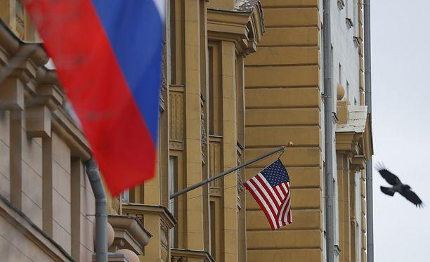 Venäjä ja Yhdysvallat käyvät diplomaattista kiistaa. Kuvassa Yhdysvaltain suurlähetystö Moskovassa.