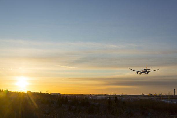Japan Airlines Boeing 787 lentokone laskeutui Helsinki-Vantaan lentokentälle tammikuussa 2018.