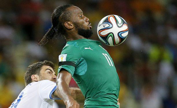 Didier Drogba jalkapallon MM-kisojen alkulohko-ottelussa Kreikkaa vastaan vuonna 2014. Norsunluurannikon taival päättyi alkulohkoon.