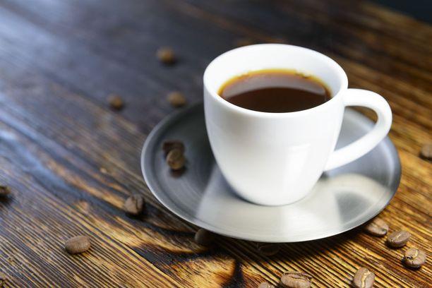 Esimerkiksi kahvi saattaa värjätä hampaita.