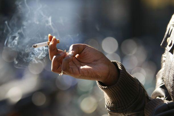 Tupakan polton pitäisi olla loppu Suomessa yhdeksän vuoden kuluessa.