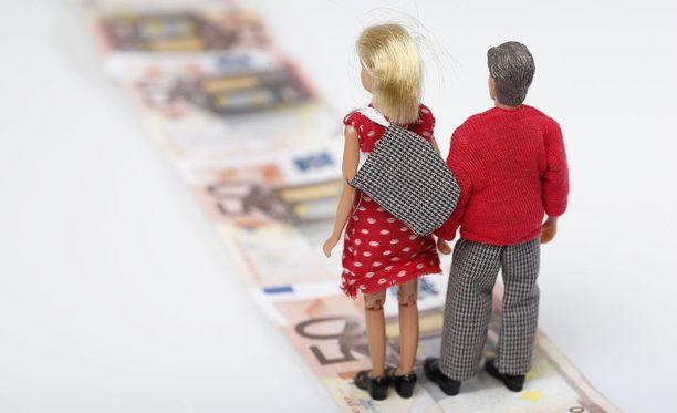 Perintätoimet etenevät saman kaavan mukaan riippumatta siitä, minkä ikäinen maksuvelvollinen on. Kuvituskuva.