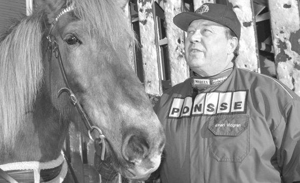 Ponssen perustaja Einari Vidgrén oli tunnettu myös hevosharrastuksestaan.