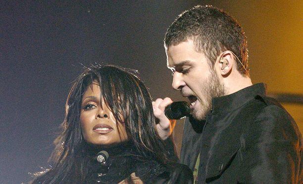 Janet Jackson ja Justin Timberlake kohauttivat vuonna 2004.