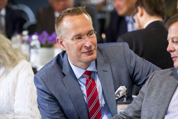 """Turun yliopiston eduskuntatutkimuksen johtaja Markku Jokisipilä pitää """"kovana temppuna"""" sitä, että Timo Soini onnistui nostamaan perussuomalaiset muutaman miehen saunaporukasta 39 kansanedustajan hallituspuolueeksi."""