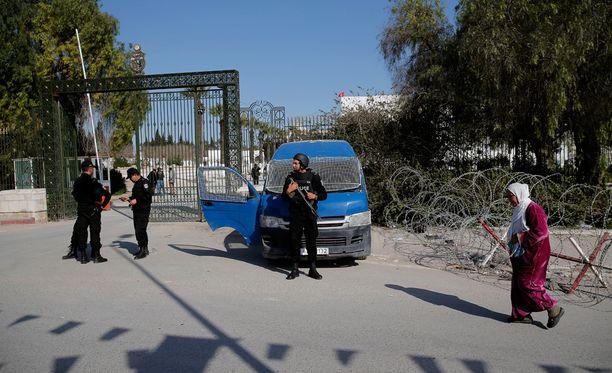 Terroristijärjestö Isis sanoo olevansa Tunisian museoiskun takana.