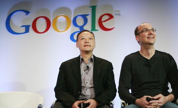 Kuvassa Andy Rubin (oik.) Googlen pääkonttorissa Kaliforniassa 5.1.2010.