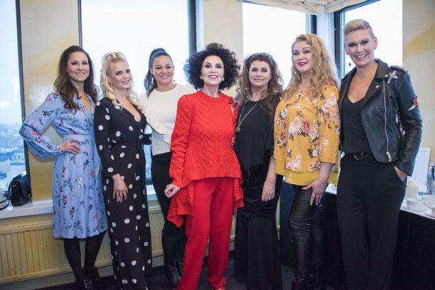 Lotta tähditti Kaunis elämä -ohjelmaa muiden takavuosien missien kanssa vuonna 2018.