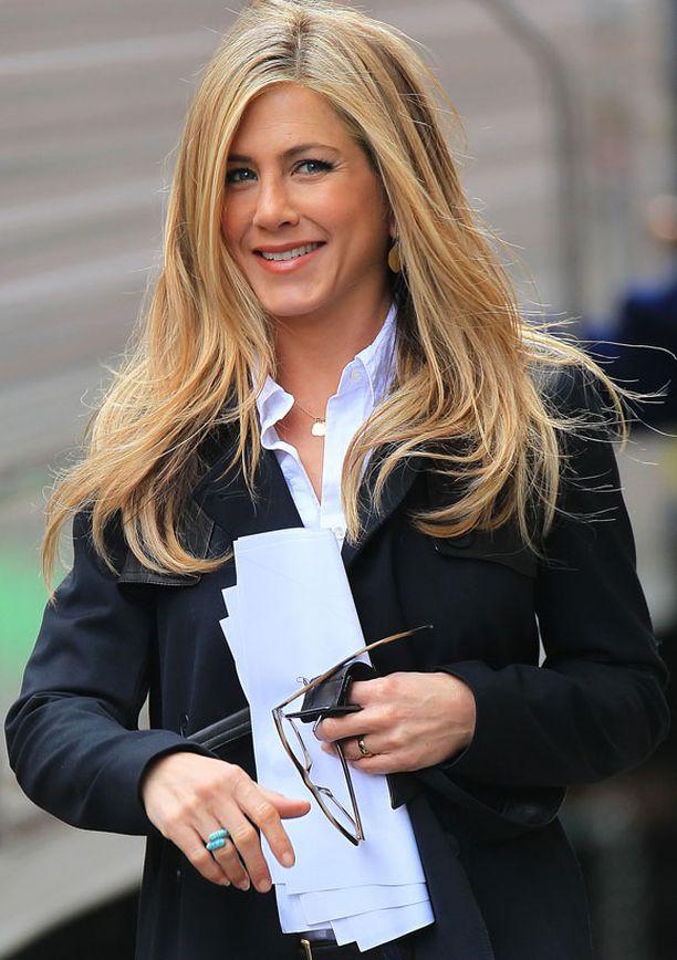 Jennifer Aniston kuvaa New Yorkissa uutta elokuvaansa.