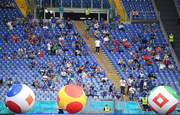 Kisat polkaistiin käyntiin Rooman olympiastadionilla.