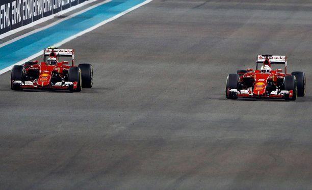 Sebastian Vettel päästi Kimi Räikkösen ohitseen.