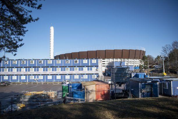 Ylen mukaan Olympiastadionin peruskorjaus- ja uudistamisurakan aikana työntekijät ovat kohdanneet vakavia vääryyksiä.