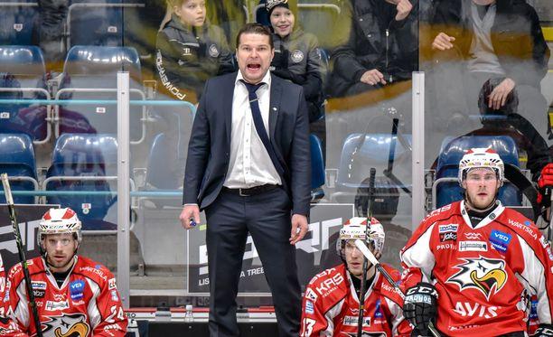 Tomek Valtonen ei sulattanut Anrei Hakulisen voittomaalin.