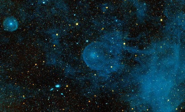Nopeasti liikkuvaa avaruuspölyä on kaikkialla planeettajärjestelmissä ja se voisi kuljettaa mukanaan pieniä organismeja.