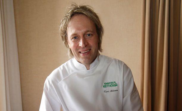 Ravintola Savoyn keittiöpäällikkö Kari Aihinen suosittelee laadukkaiden välineiden hankkimista.