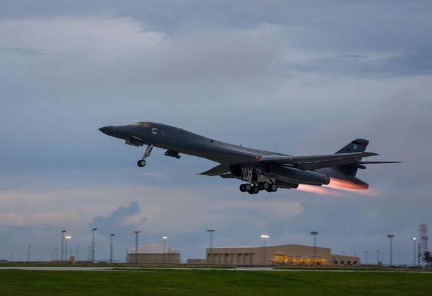 Harjoitukseen osallistunut B-1B-kone nousi tiistaina ilmaan Guamin tukikohdasta Tyynellämerellä.