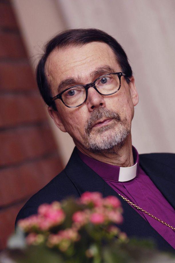 – Kirkon on oltava rivakasti liikkeellä tukemassa ihmisiä heidän surussaan ja menetyksissään, painottaa Espoon piispa Mikko Heikka.