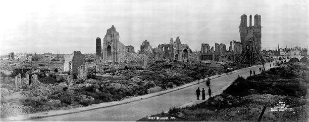 Keskiaikainen Ypresin kaupunki tuhoutui täysin ensimmäisessä maailmansodassa.